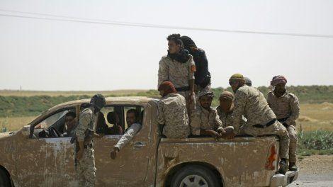 """Les combattants kurdes et arabes soutenus par les Etats-Unis gagnaient du terrain mercredi à Raqa au lendemain du lancement de l'assaut final pour prendre au groupe Etat islamique (EI) sa """"capitale"""" de facto en Syrie."""