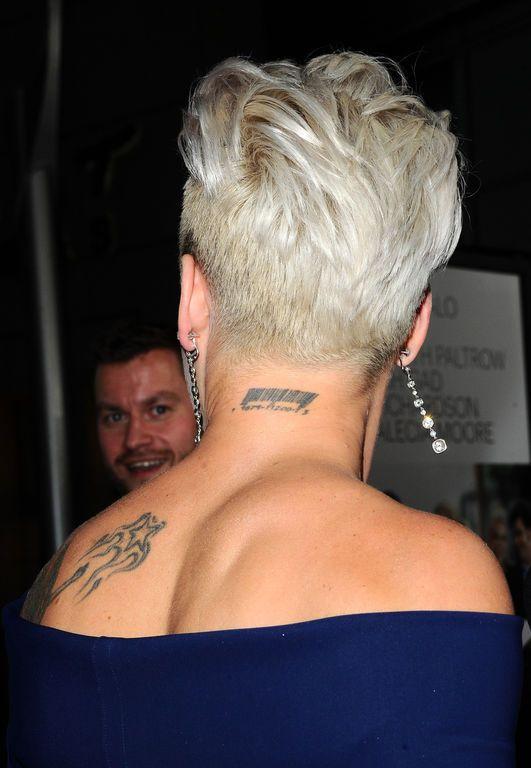 Pink fait fureur sur le red carpet du film 'Thanks For Sharing' avec sa coupe skrillex à Los Angeles