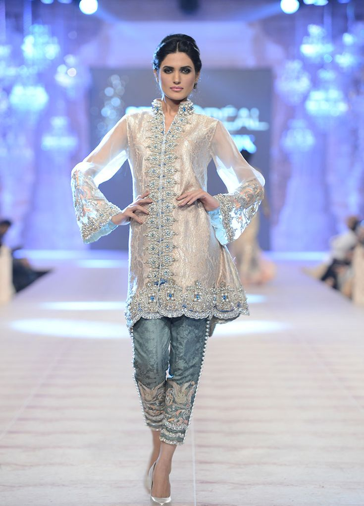 Ammara Khan - PFDC L`Oreal Paris Bridal Week 2014: Don't know what exactly, but something catches my eye about this outfit.