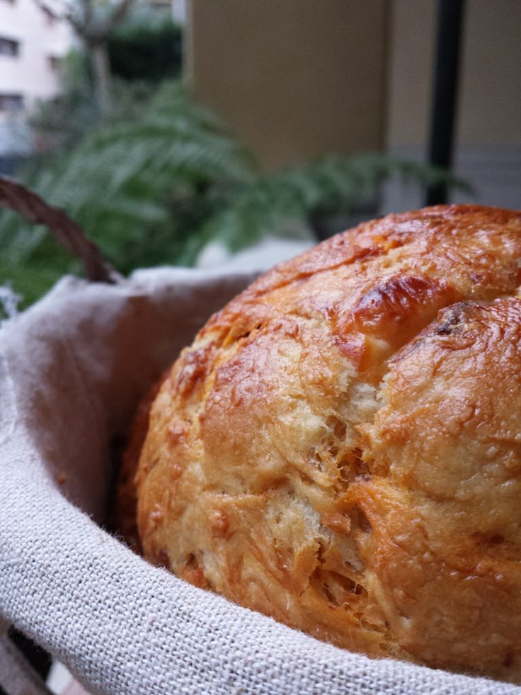 Pan de sobrasada, queso en aceite y cebolla dulce
