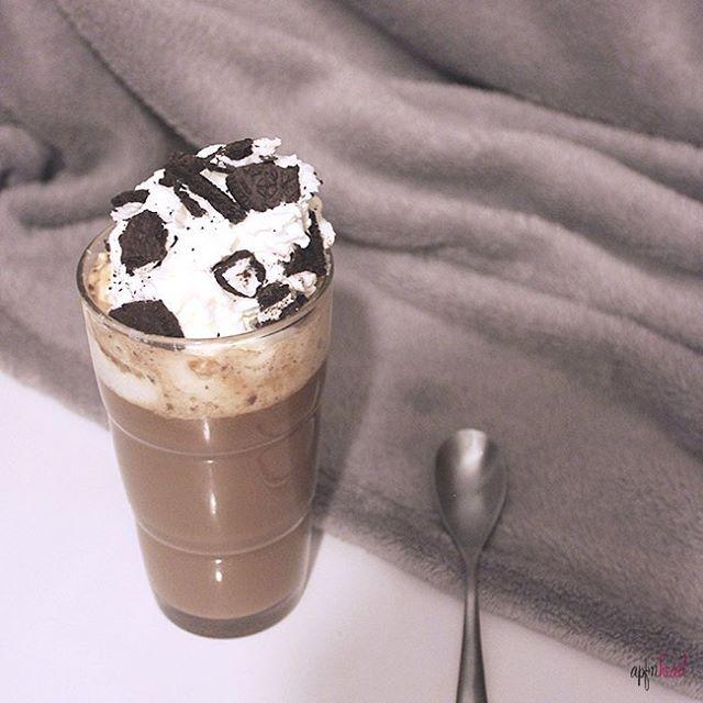 Hora de #merendar y nada mejor para sobrellevar este #frio que un #batido calentito de #nutella y #oreo receta de @myhappyplace_l