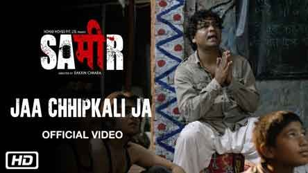 "Jaa Chhipkali Ja Lyrics from Bollywood Movie ""Sameer"" ,This song sung by and written & music also composed by Vipin Heero.            ""Sameer"" is 2017 Bollywood drama film directed by award-winning documentary maker Dakxin Chhara at his"