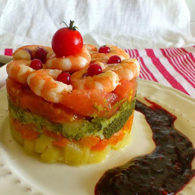 Timbal de brócoli y langostinos con vinagreta de frutos rojos.   25 Recetas de divinas ensaladas que vas a querer hacer durante todo el año