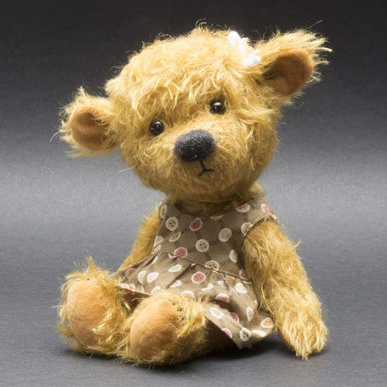 Isabelle By Teddy Pineapple - This is Isabelle, a little bear-girl.Isabelle is made of gold color mohair, she is fully jointed with a wobbly head and wears a cotton dress. Isabelle is the sister of little Benjamin and she is looking for a nice home with good care.