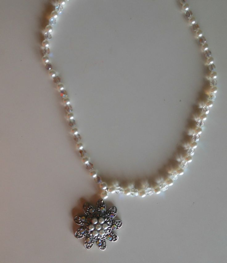 Collana giro collo con perle swarovski, boemia e ciondolo centrale, by Penso a me, 7,00 € su misshobby.com