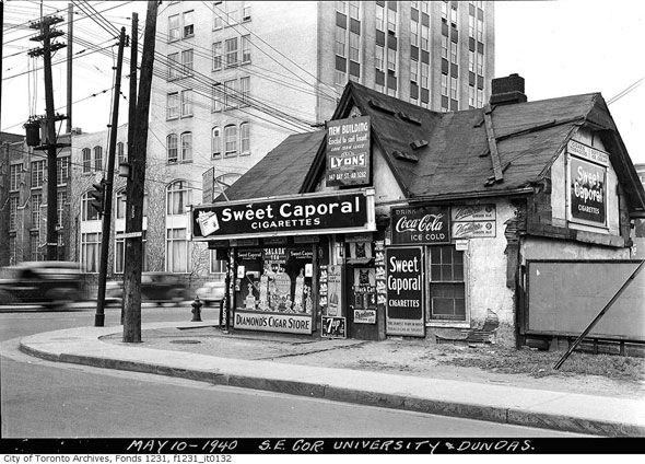 Toronto 1940s University and Dundas http://www.blogto.com/city/2015/01/a_1940s_toronto_photo_extravaganza/