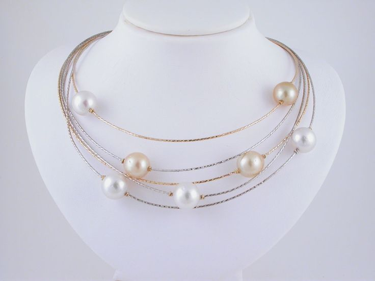Necklace - Multi strand - White and Yellow Pearls. 18 carat gold (kt), white gold, 7 yellow and white australian pearls 124.00 carat (ct). Length: 16.5 inches (Usa) | 42 cm (Italy). Codex: PTPS.