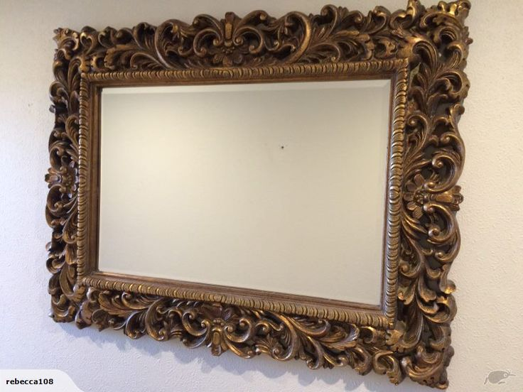 Beautiful wall mirror in great condition.