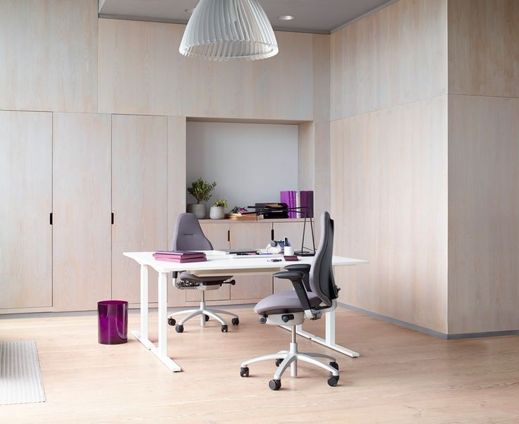 RH Mereo aims to be a working tool. Improving performance for people and businesses, contributing to your achievements. #InspireGreatWork #design #Scandinavian #office #chair #furniture