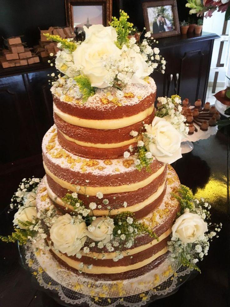 A Sra Flor faz naked cake incríveis. Os bolos de casamento são bonitos e saborosos!