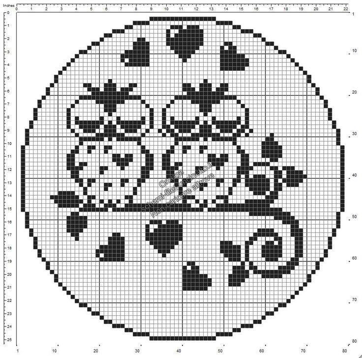 Schema gratis filet uncinetto centrino rotondo con gufi innamorati diametro 80 quadretti
