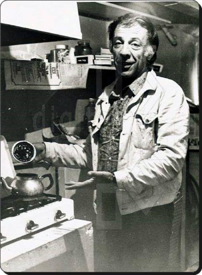 Münir Özkul bizi çay içmeye davet ediyor... (1970'ler) #istanlook