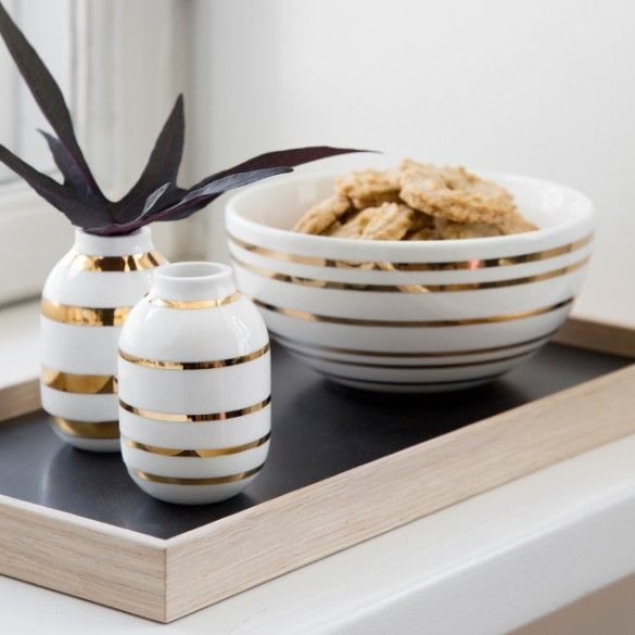 The Omaggio bowl is the perfect complement to your other Christmas decorations and gives Christmas a stylistic and unique graphic look. Let the bowl stand on its own or make your own personal Christmas tableau with other Kähler products.