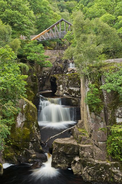 The Bracklinn Falls are a series of waterfalls north-east of Callander, Scotland on the course of the Keltie Water, where the river crosses the Highland Boundary Fault .