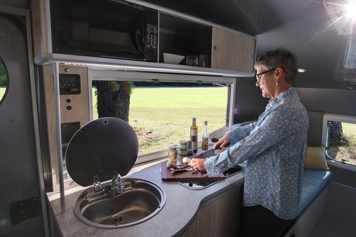 Cuisiner à l'intérieur...tout en profitant de la nature! / Cooking inside ... while enjoying nature!
