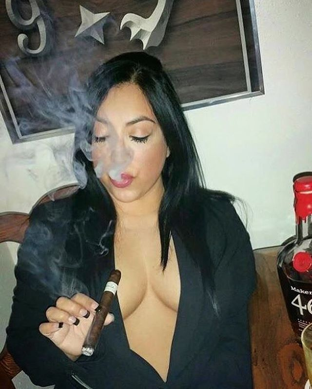 "dadyserrano68: "" Good morning people!! Enjoy the hump day! #cigarmagistrate #cigardiva #cigarlover #cigarbabe #cigarchick #cigarcool """