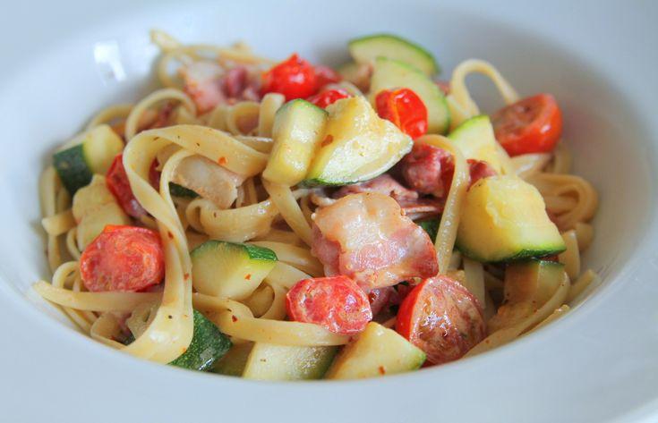 Pasta med bacon och krispiga grönsaker