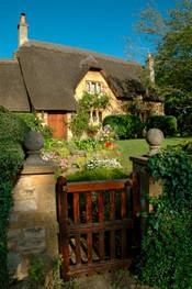 Nice gate.: Cozy Cottages, Country Cottages, Favorite Places, Classic English, Dream, English Cottages, English Country, House