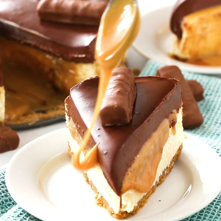 Chocolate Caramel Twix Cheesecake