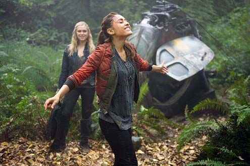 "the 100 tv show | The 100 - Season 1 ""Twilight's Last Gleaming"" - Eliza Taylor and ..."