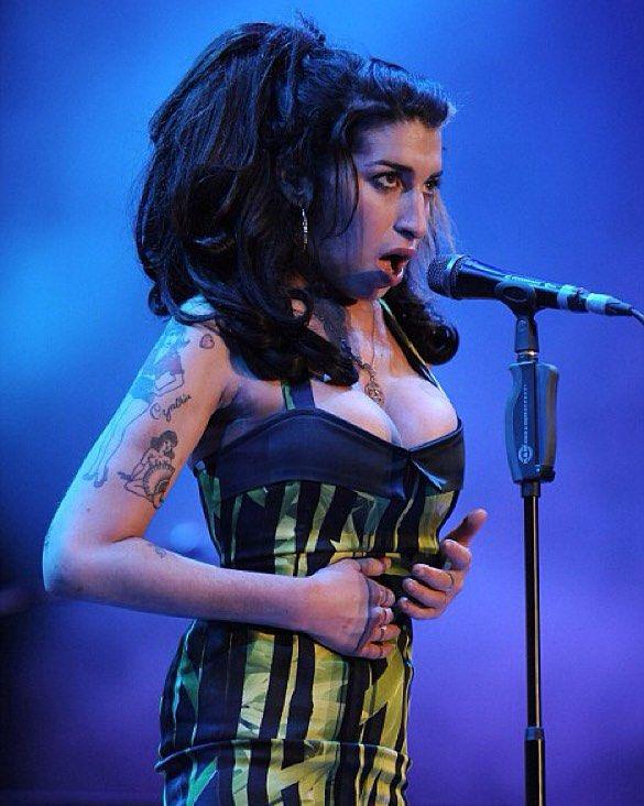 Amy Jade Winehouse On Instagram Oinka Oinka Oinka Why You Awake Amywinehouse Winehouse Amy Winehouse Amy