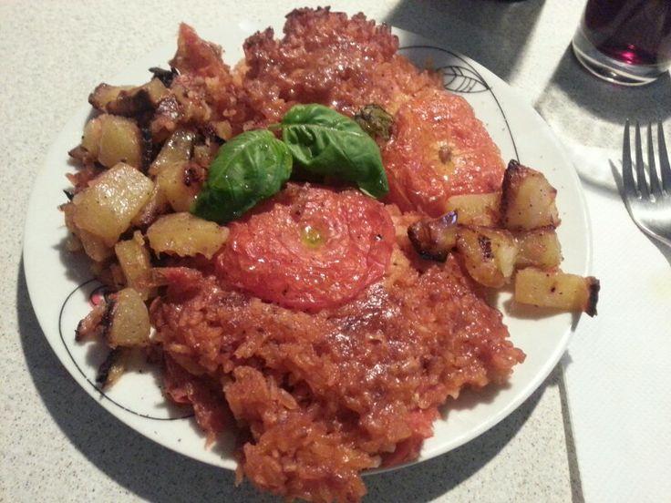 Pomodori con riso e patate.  Tomatoes with rice and potatoes.