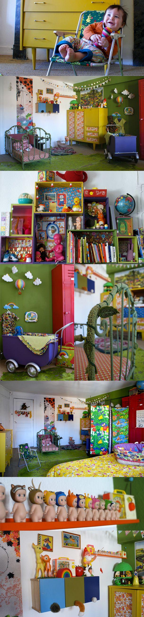 j'aime l'idée des caisses peintes et superposées en guise de bibliothèque ou rangement pour les jouets