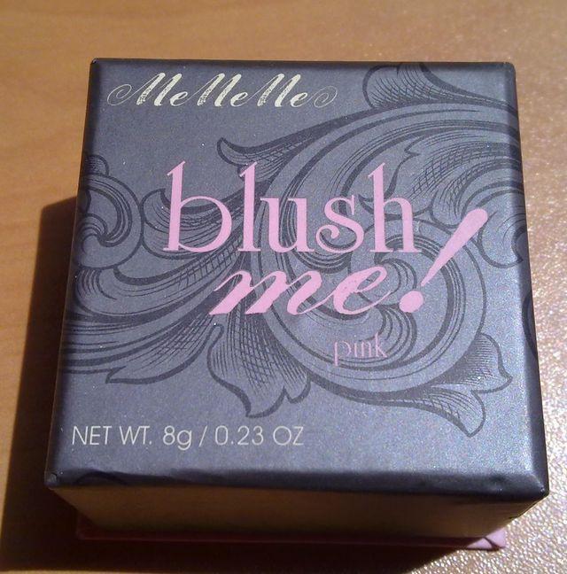 Ένα από τα αγαπημένα μου ρουζ είναι το blush me! pink από Me Me Me. Από τη μέρα που το βρήκα μέσα στοbeautytestbox Φεβρουαρίουδεν έχω σταματήσει να το χρησιμοποιώ.  Είναι 8 γραμμάρια(από τα μεγαλύτε