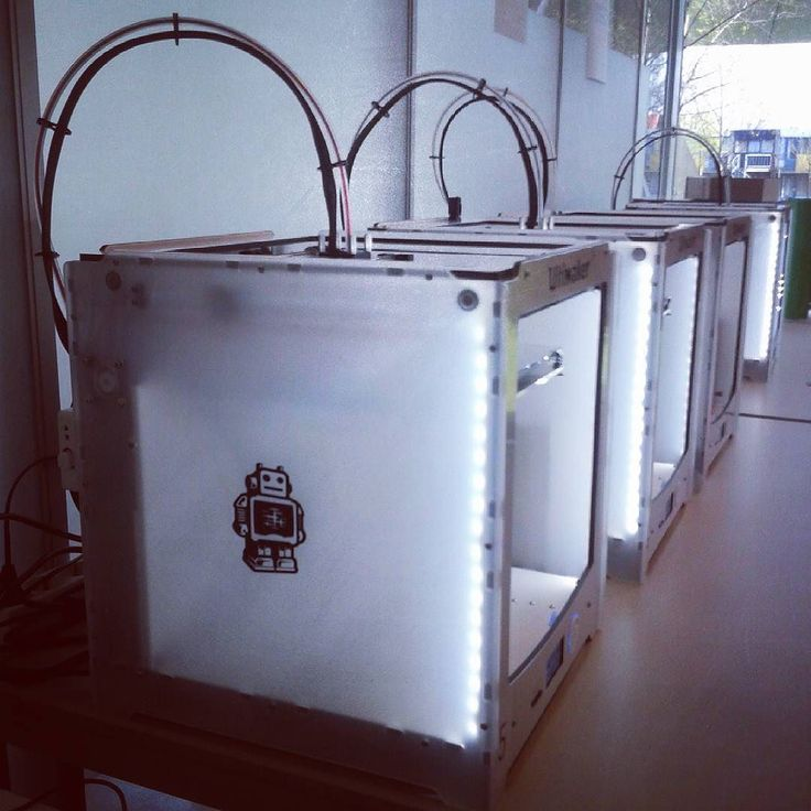 Something we liked from Instagram! Allemaal aan het werk!  @nhlhogeschool #nhlhogeschool #werktuigbouwkunde #3dprinter #3dprinting #ultimaker2plus #Ultimaker #3D #model #modelling by yansiegers check us out: http://bit.ly/1KyLetq