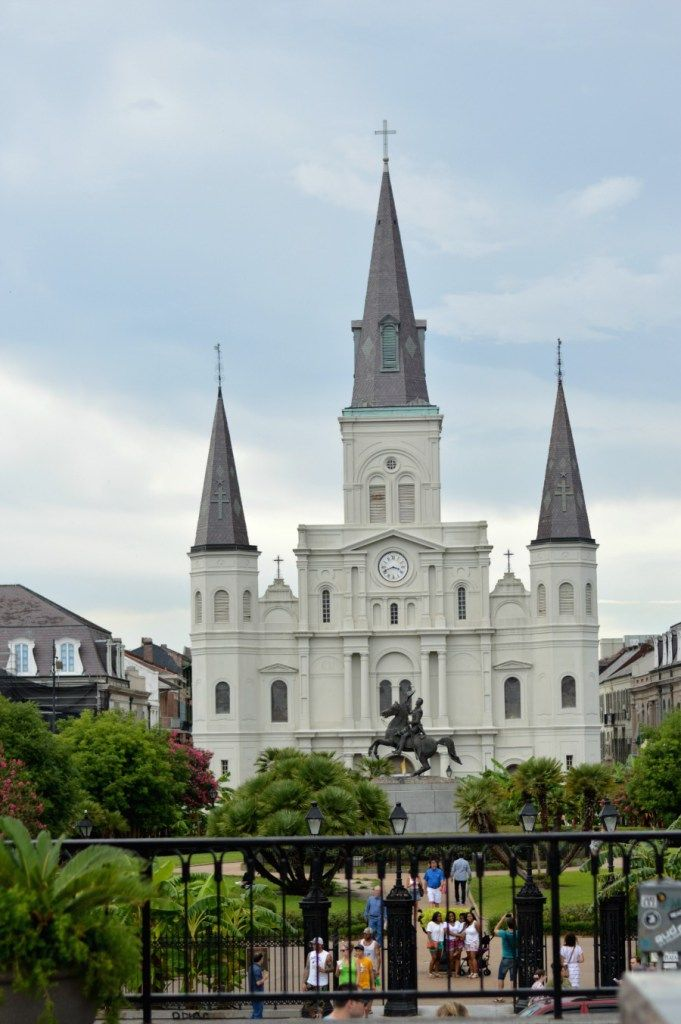 The Ultimate Day Guide to New Orleans French Quarter // Hey There, Chelsie. Planning on a trip into downtown New Orleans? Here's a complete…
