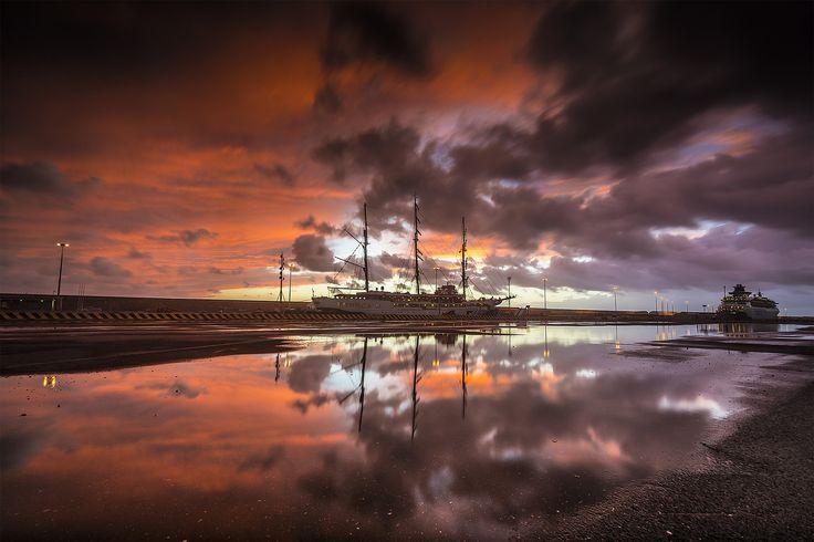 Civitavecchia, 23 settembre 2015, Riflessi Portuali - Fotografia scatta il 23 settembre 2015, presso il porto di Civitavecchia, dopo una giornata di pioggia, scatto eseguito con un filtro gnd soft e un filtro nd da 3 stop