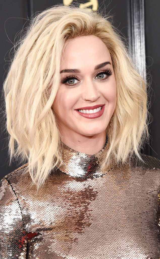 Katy Perry from Best Beauty Looks at the 2017 Grammys The singer played the matching game by going with a berry hue on both her lips and eyes.