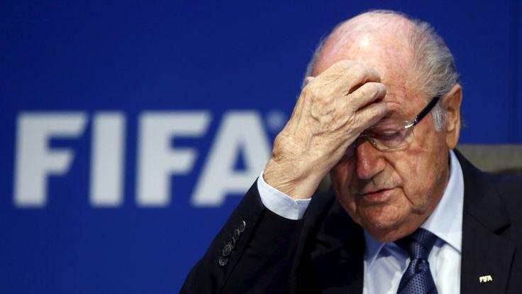 Die Luft wird immer dünner für Sepp Blatter: Die Fifa-Ethikkommission fordert offenbar 90 Tage Sperre für den amtierenden Fifa-Chef.