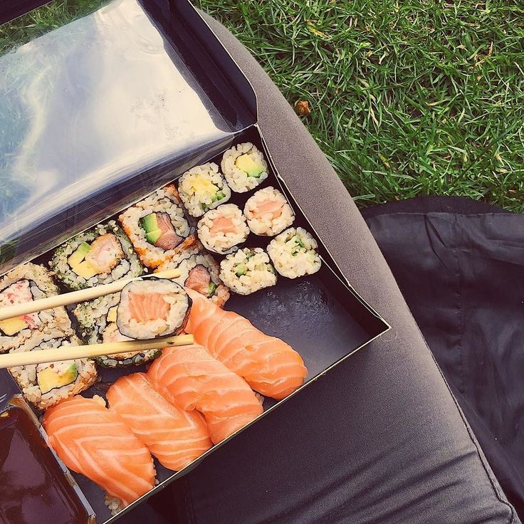 Wishing I was sitting in the sunshine devouring this brown rice @wasabi_uk sushi right now. But instead I'm finishing up tomorrow's article. Make sure you click the link in my bio and sign up so you don't miss it!! #blogger #weekendvibes #sundayfunday #popcornandpyjamas