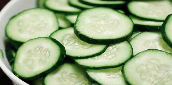 We weten allemaal dat komkommer goed is voor lijf en leden. Deze groente heeft veel gezondheidsvoordelen, waaronder het reinigen van het maag- en darmkanaal. Daarnaast kun je komkommer gebruiken vo…