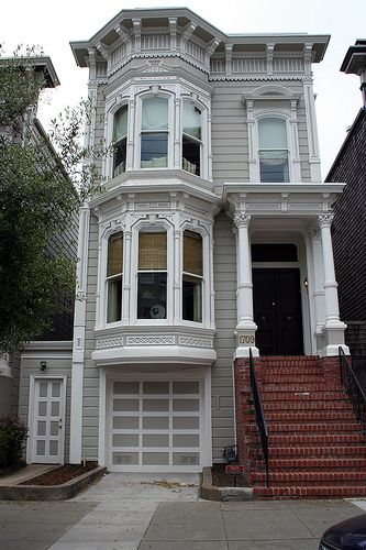 See the real Full House house on 1709 Broderick Street in San Francisco.