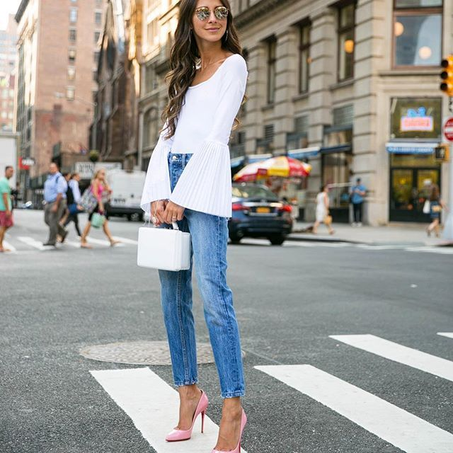 A favorite go to outfit recently - jeans, pumps and a bodysuit. 💘