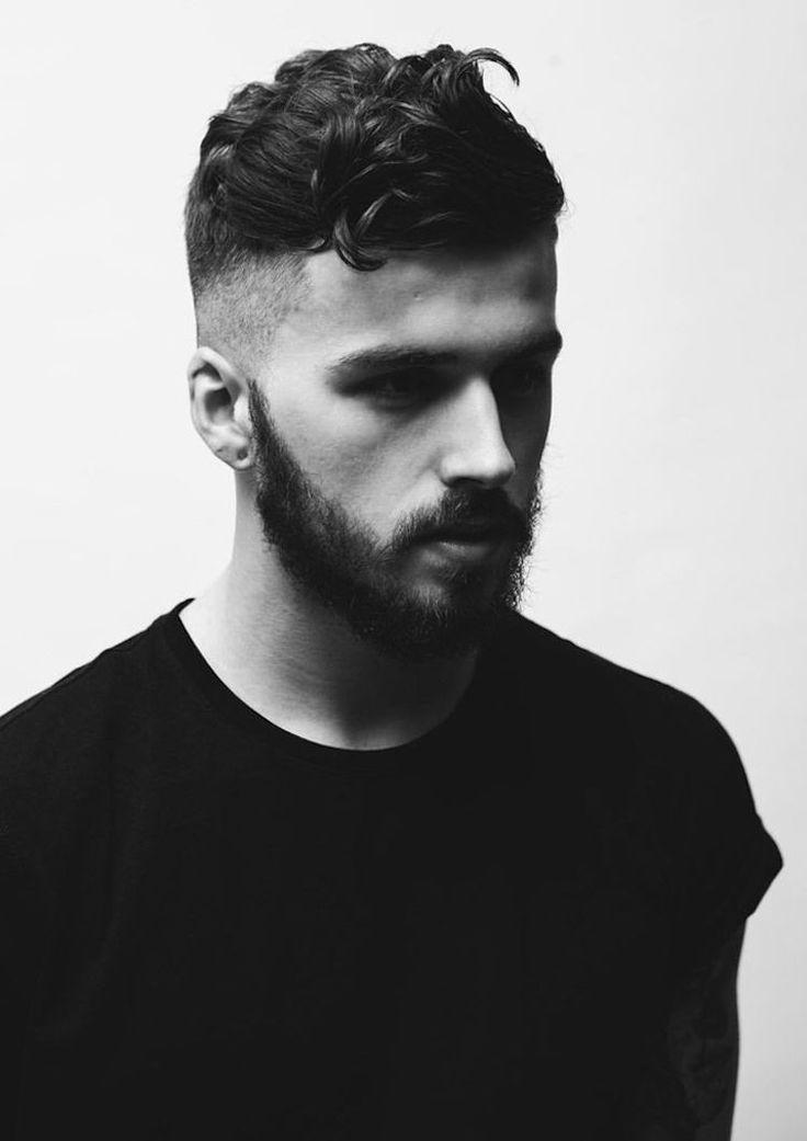 coiffure homme cheveux bouclés Undercut dégradé progressif barbe
