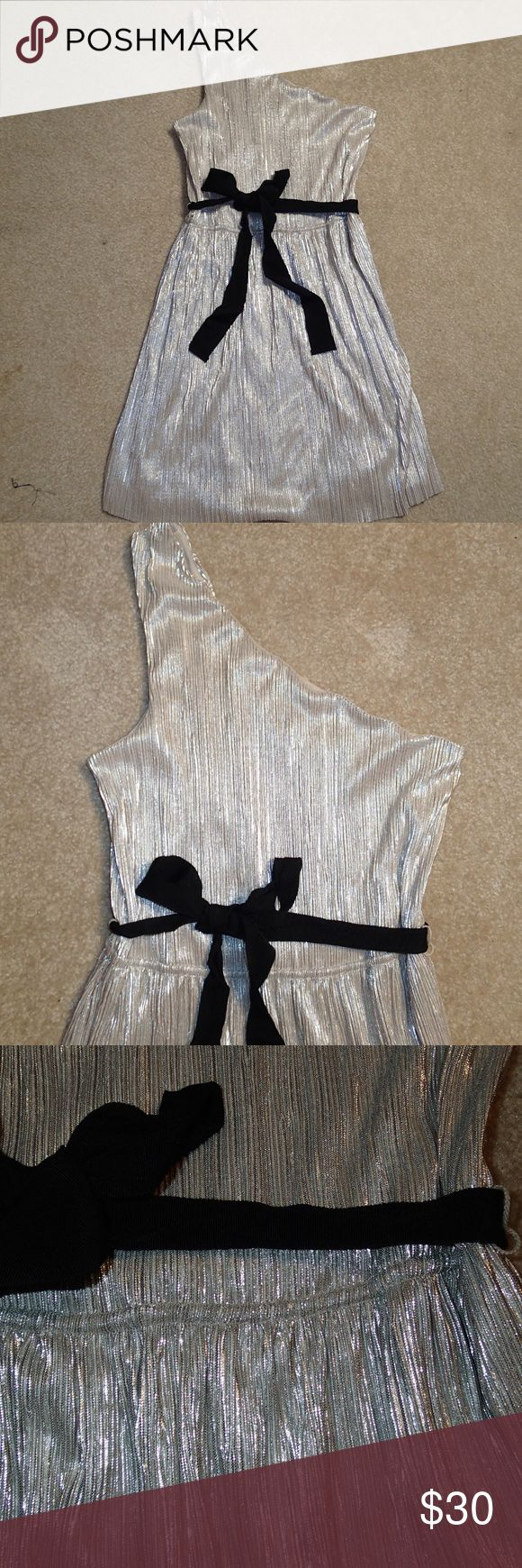 """Express Metallic Gold/Silver One Shoulder Dress This metallic one shoulder dress is perfect for any holiday occasion!   Armpit to Bottom of Dress: 26"""" Express Dresses"""