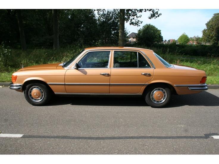 Mercedes-Benz Model:450se w116 Type:W116 4.5 450 SE AUT Inrichting:Sedan (4 drs) Vermogen motor:224 PK Aantal cilinders:8 Bouwjaar:mei 1973 Kleur: Bizangoldmetalic (goud metallic) Bekleding:Velours (Antraciet) Brandstof:Benzine Versnellingsbak:Automaat Km. stand:77.828 km Cilinderinhoud: 4.520 cc Gewicht (leeg):1.740 kg Max. trekgewicht:1.500 kg APK: bij aflevering BTW/Marge:Marge Prijs: € 19.500 Kosten rijklaar maken:€ 650 $25500
