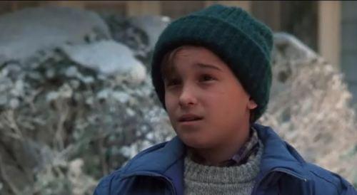 Johnny Galecki, aka Leonard from Big Bang, in Christmas Vacation.  Mind blown.