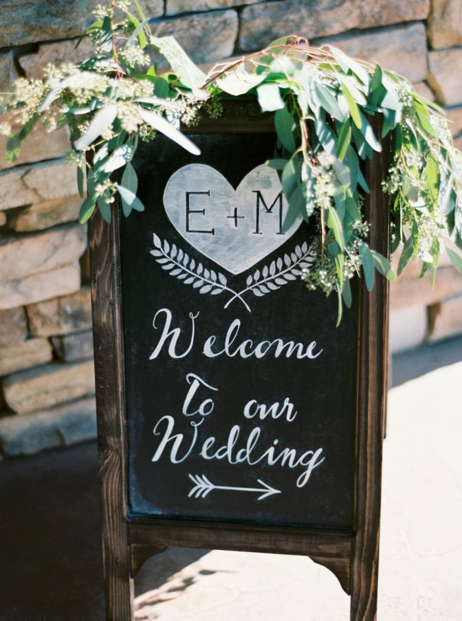 Pretty chalkboard wedding sign: http://www.stylemepretty.com/2016/03/14/organic-style-wedding-in-sacramento/   Photography: Mariel Hannah - http://www.marielhannahphoto.com/