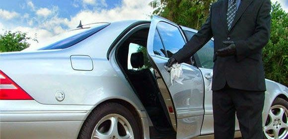 #BENEFITS OF #PROFESSIONAL #CHAUFFEUR_SERVICES  Getting in touch with professional airport transfer services in Fulham is very important to reach the destination on time.
