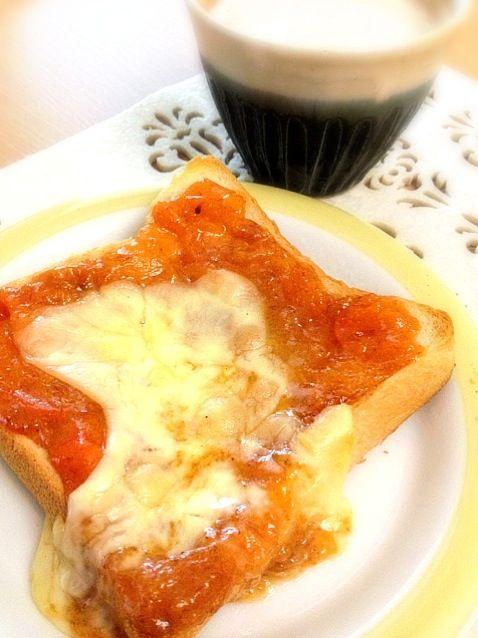 おはようございます♪ 友達が以前作ってくれたのが美味しすぎて真似っこ♡柿ジャムとチーズの組合せ、なかなか美味です! 柿ジャムは、手づくりしました♪ - 6件のもぐもぐ - 柿ジャムチーズトースト by rmk0619