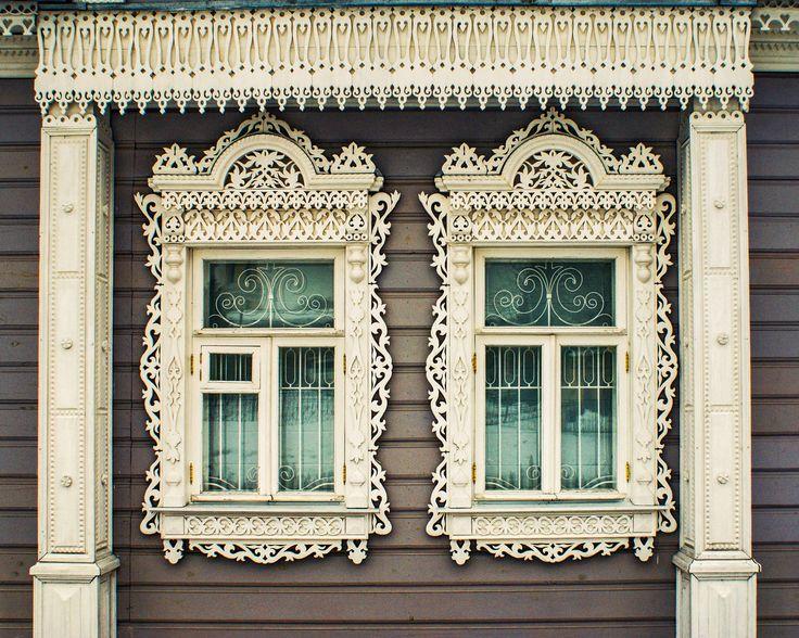 Окно с резными ставнями картинки