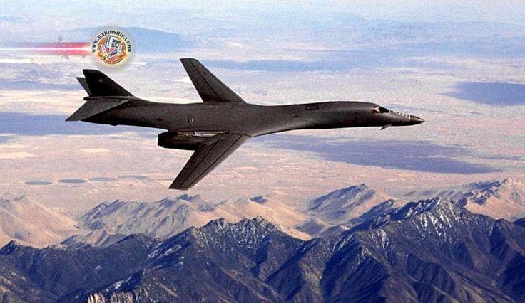 BombardeirosdosEUAecaçasdaCoreiadoSulfazemexercíciomilitarconjunto. Dois bombardeiros dos EUA sobrevoaram a Península da Coreia em uma demostraç