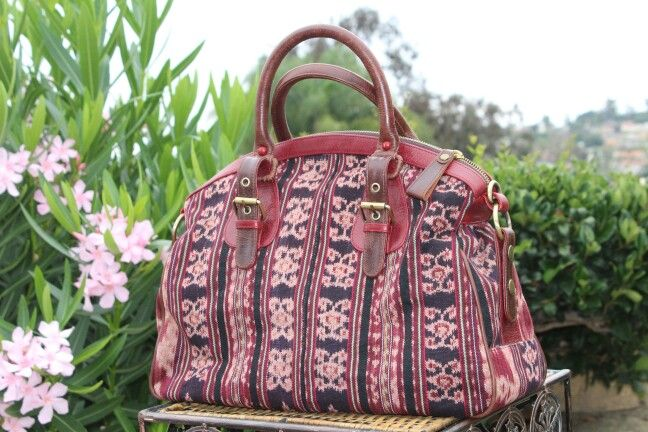 Very prety!  Handbag with Indonesian weaving loom fabric and premium cow leather. Made in Indonesia.