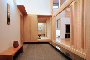 土間付近のレイアウト  床暖房を完備した広い土間玄関は家族の趣味空間として多目的に利用できます。|インテリア|ナチュラル|和モダン|コーディネート|デザイン|おしゃれ|飾り棚|モデルハウス|