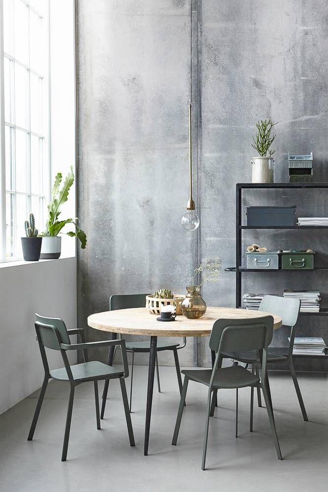 Love: ronde eettafel Club, legergroene stoelen Ace, metalen opbergboxen & bloempotten [House Doctor]