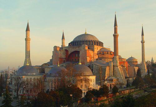 Айа София, построенная императором Юстинианом в Константинополе.